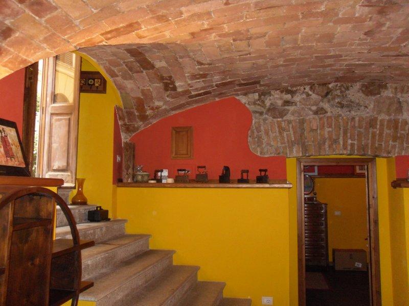 Roma Borgo, Via Plauto, Centro Storico