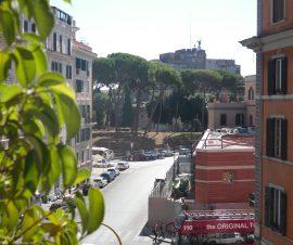 Borgo Pio vista su Castel Sant'Angelo