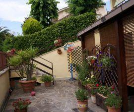 Villa tre livelli Guidonia Poggio Fiorito