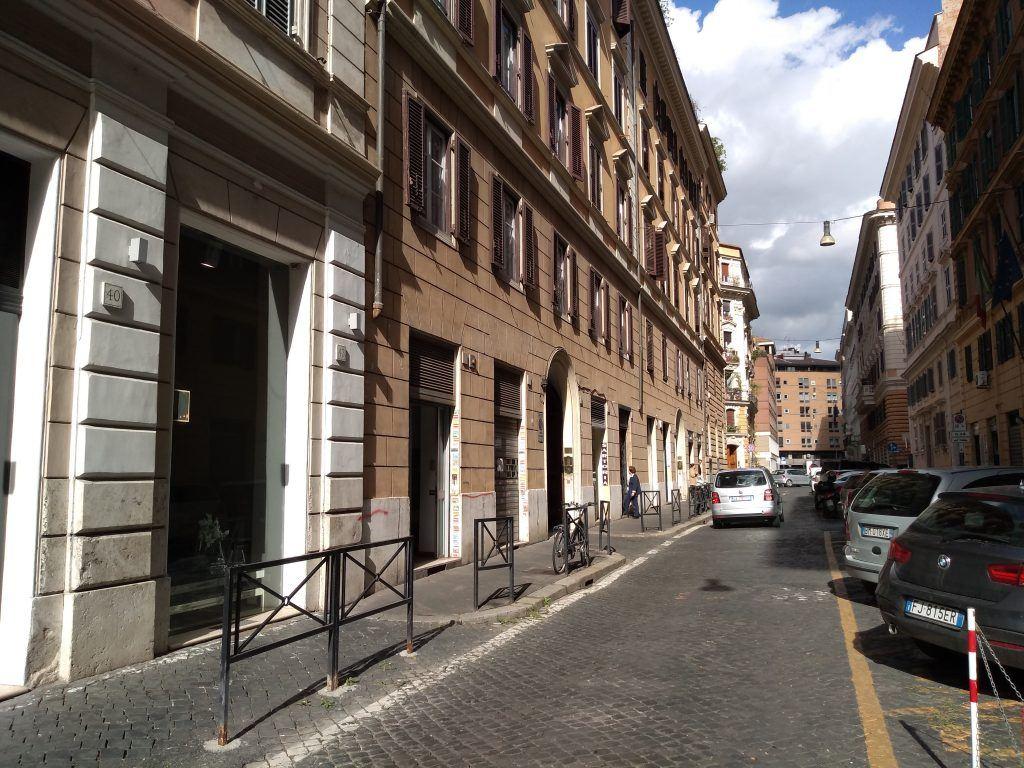 Piazza Cavour Locale Commerciale 2 Vetrine Bilivello con Canna Fumaria - Foto 11