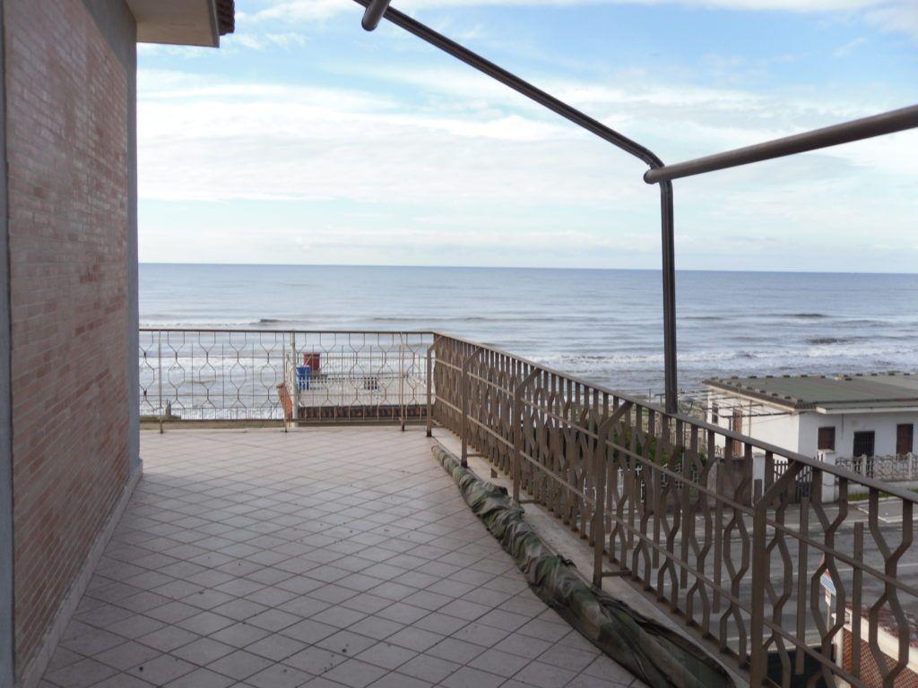 Tor San Lorenzo – Ardea – Attico Fronte Mare soli 10 mt dalla Spiaggia - Foto 1