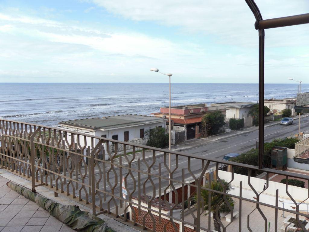Tor San Lorenzo – Ardea – Attico Fronte Mare soli 10 mt dalla Spiaggia - Foto 4