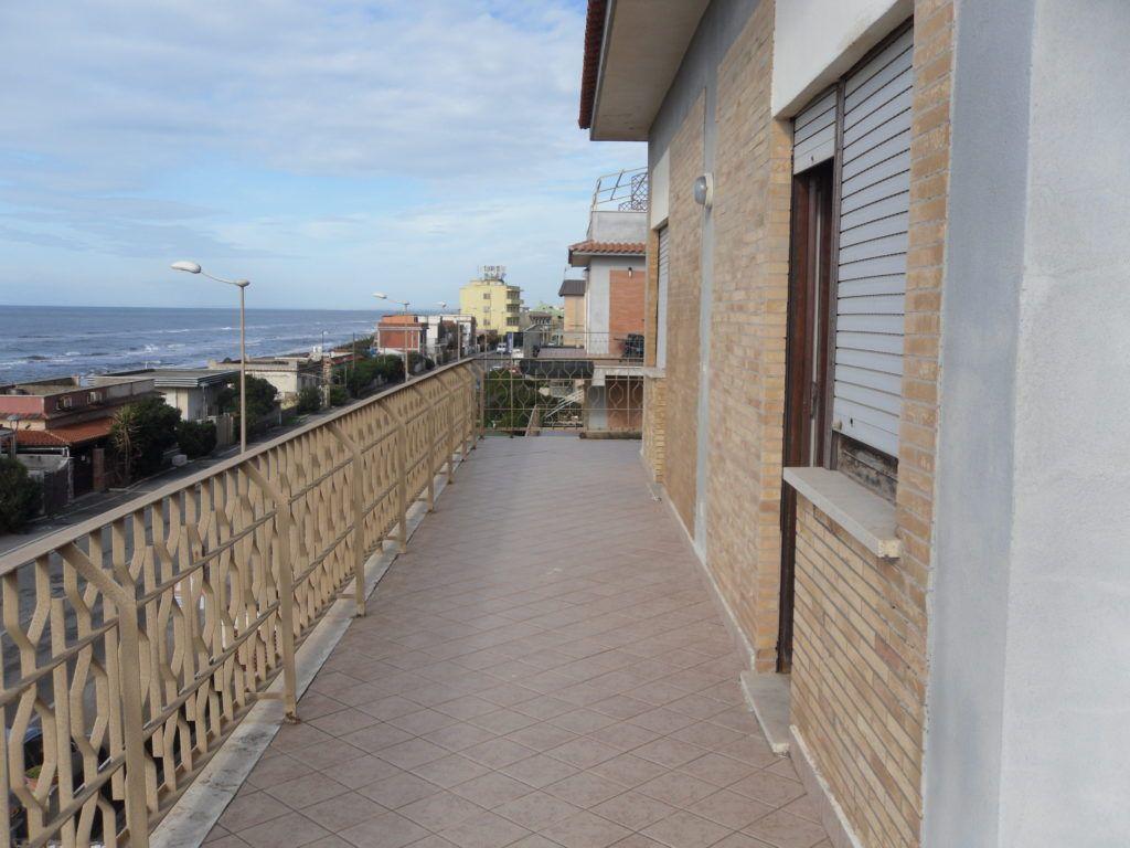 Tor San Lorenzo – Ardea – Attico Fronte Mare soli 10 mt dalla Spiaggia - Foto 9