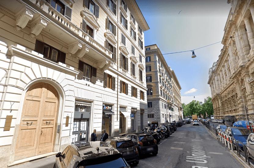 Roma Piazza Cavour Locale C/1 Tre Vetrine – Più Sottostante Locale C/2 - Foto 1